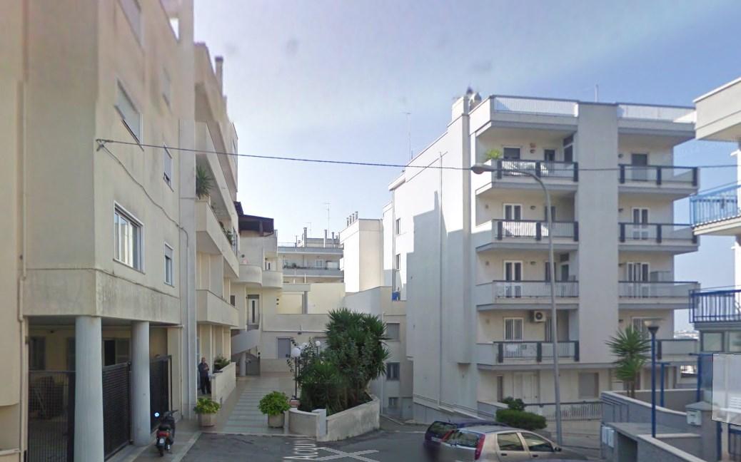 Residenza via s d 39 acquisto gruppo albanese for 2 box auto con kit di appartamenti